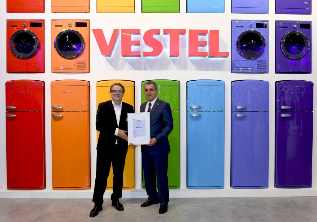 VDE Yönetim Kurulu Üyesi Sven Öhrke ve Vestel Beyaz Eşya Genel Müdürü Erdal Haspolat